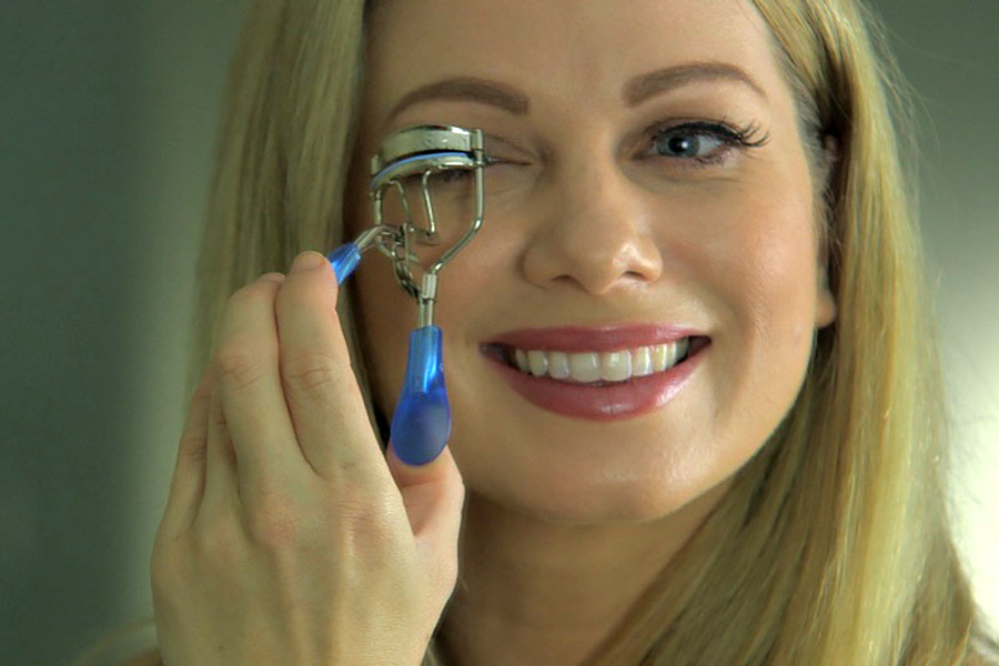 Get your safe and easy to use eyelash curler to give you ultimate volume