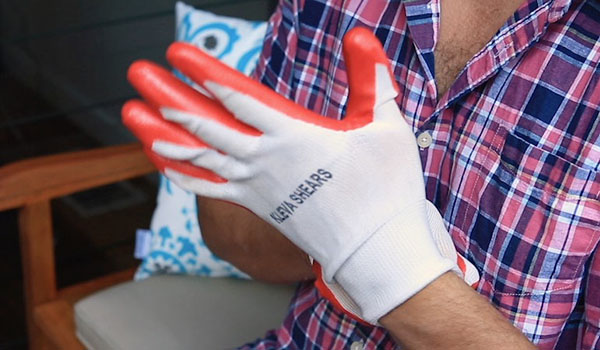 Snug fitting, light weight, comfortable gardening gloves