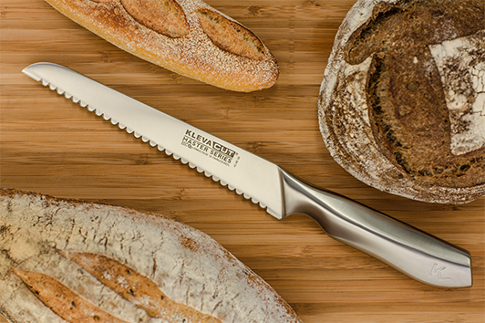 The super sharp Bread Knife leaves your food crisp and full, without squishing them, thanks to the scalloped edge, serrated blade