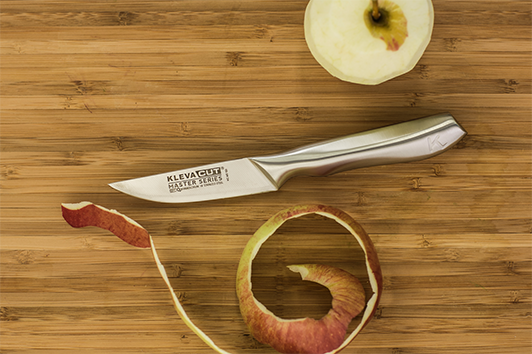 With the easy grip handle of the Paring knife, you can easily peel and cut fruit and vegetables